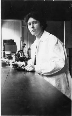 Women in Science – 51 Historical Vintage Pictures of American Female Scientists at Work  http://www.vintag.es/2016/03/women-in-science-51-historical-vintage.html