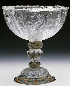 Copa abarquillada con mascarones - Colección - Museo Nacional del Prado