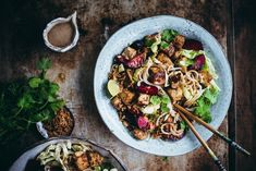Nuudelisalaatti sticky-tofulla ja luumuilla (V, GF) – Viimeistä murua myöten Kung Pao Chicken, Tofu, Dinner, Ethnic Recipes, Party, Dining, Food Dinners, Parties, Dinners