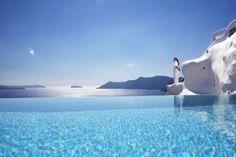 El mar Egeo forma parte de la infinity pool del Katikies Hotel, en Grecia