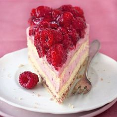 Himbeertorte This raspberry cake tops everything! Otherwise only from the confectioner, we make our cake dream from now on – and of course without baking mix! Raspberry Desserts, Strawberry Cake Recipes, Raspberry Cake, Fun Desserts, Dessert Recipes, Chocolate Hazelnut Cake, Chocolate Recipes, Cake Toppings, Food Cakes