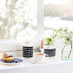 Siirtolapuutarha ist der etwas kryptische Name der Marimekko-Serie, die verschiedene Objekte für die Küche und den Esstisch bietet. Marimekko, Dining Ware, Dining Room, Scandinavia Design, Space Interiors, Indoor Outdoor Living, Beautiful Kitchens, Home Collections, Kitchenware