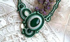 Colier soutache verde cu agat Soutache Jewelry, Agate, Fashion, Malachite, Moda, Fashion Styles, Agates, Fashion Illustrations