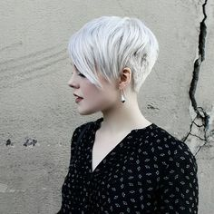 Today's pixie haircuts tends to be edgy and soft with undercut at the neck, sides and longer layers on top in contrasting colors. They look astonishing from sides!