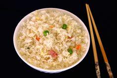 Arroz tres delicias chino. Una de las recetas chinas más conocidas y sabrosas. Tanto como guarnición como plato único, aprende a elaborarlo con un arroz aromático y suelto, y las delicias que más te gusten :)