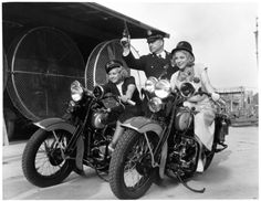 Joan Blondell riding Harleys with Glenda Farrell (publicity shot) Glenda Farrell, Comedy Duos, Hollywood Hotel, Super 4, San Diego Houses, Girl Thinking, Hooray For Hollywood, Vintage Motorcycles, The Good Old Days