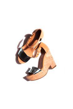 La sandalia con plataforma