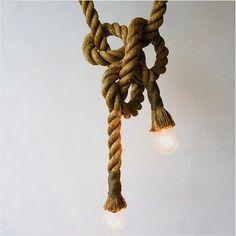 Lámpara elaborada en fique.