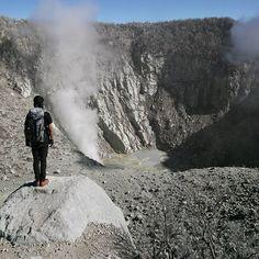 Tag your friends who loves to explore mountains ! .  Lokasi/location: Gunung Sindoro, Jawa Tengah Credits to: @bo.gek  Please keep the place clean when you visit :). #MountVellers #IT_JawaTengah  ADD OFFICIAL LINE: @INDOTRAVELLERS ingat pakai @ yaa :D  Ayo gunakan hashtag #INDOTRAVELLERS siapa tau foto kamu yang akan kami repost berikutnya