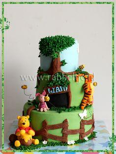 Such a cute Pooh Cake!