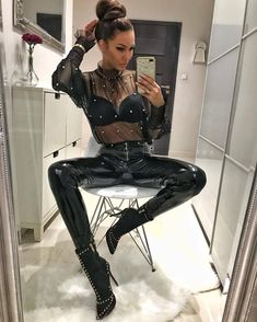 ♥Blessed is the heart that sacrifices its needs for your wants - Hina♥ Daily Fashion, Everyday Fashion, Men's Fashion, Fashion Outfits, Fasion, Shiny Leggings, Leggings Are Not Pants, Pantalon Vinyl, Vinyl Pants