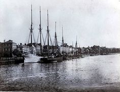 The Devonshire town of Bideford was of little consequence until Elizabethan era. It developed beside a ford over the Torridge, and was given by William Rufus  to the Grenville family in the early 12th century. From then until 1744, Bideford remained their property.
