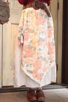 White×Baby Pink Roseエプロン風チロルロングスカート