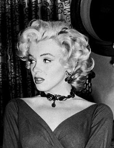 """Marilyn Monroe on the set of """"Gentlemen Prefer Blondes"""", i really do love her hair - the widow's peak is EVERYTHING, so clearly not everyone would look as spectacular as she. Marilyn Monroe Photos, Marylin Monroe, Hollywood Celebrities, Hollywood Actresses, Hollywood Glamour, Old Hollywood, Most Beautiful Women, Beautiful People, Gentlemen Prefer Blondes"""