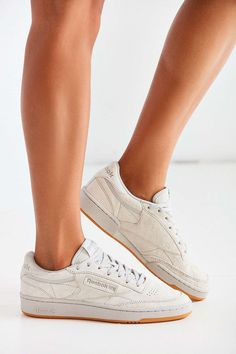 Reebok Suede Club C 85 Sneaker. Urban Outfitters, Schuhschrank, Elegante  Schuhe ... 3317ec5976