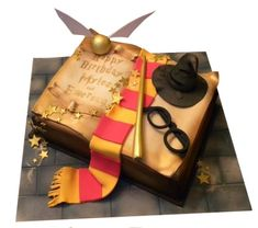 Some Cool Harry potter cakes / Harry potter themed cakes for Harry Potter's fan . Pastel Harry Potter, Harry Potter Book Cake, Gateau Harry Potter, Cumpleaños Harry Potter, Harry Potter Birthday Cake, Harry Potter Wedding, Book Cakes, 11th Birthday, Cake Birthday