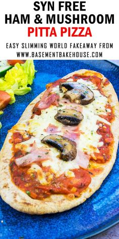 This SYN FREE PITTA PIZZA recipe is a delicious Slimming World Pizza that the whole family will love. Using a wholemeal pitta bread as the base and with syn free homemade tomato sauce it's an easy recipe for meal prep, lunch or dinner. Slimming World Pizza, Slimming World Fakeaway, Slimming World Dinners, Slimming World Free, Slimming World Recipes Syn Free, Slimming World Lunch Ideas, Slimming World Breakfast, Slimming Eats, Healthy Meal Prep