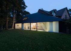 Barend Koolhaas' triangular house has blackened timber walls