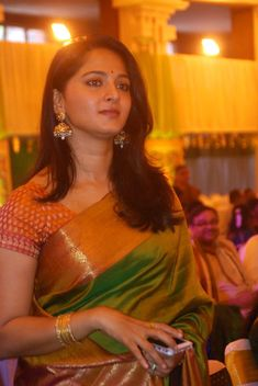 Actress Anushka Shetty Latest Photos In Green Saree Anushka Latest Photos, Anushka Pics, Anushka Shetty Saree, Marriage Stills, Marriage Images, Wedding Stills, Actress Anushka, Simple Sarees, Green Saree