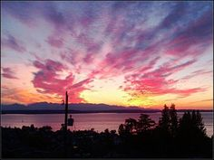 Gorgeous sunset graces Puget Sound skies