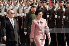 The President of the Philippines, Corazon Aquino (R) reviews troops on April 15, 1988 with the Chinese President Yang Shangkun (L) during a welcoming ceremony at the Great Hall of the People in Beijing. AFP PHOTO / JOHN GIANNINI