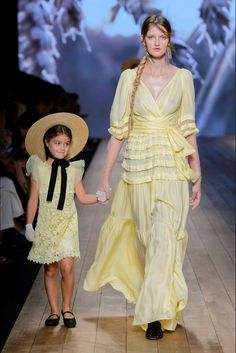 Elisabetta Franchi Milano - Spring Summer 2018 Ready-To-Wear - Shows - Vogue.it