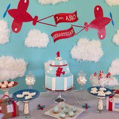 1er. Cumpleaños Baby Sebasthian / tematica aviones / aeroplano / airplane theme birthday / dessert table / mesa de dulces / treats table / handmade / equipaje / luggage / cake / pastel / cookies / galletitas / clouds / nubes