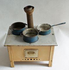 Rarität+für+alte+Puppenküche+Herd+m.+Ofenrohr+und+Zubehör+um+1925