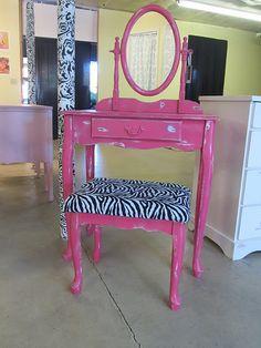 1000 Ideas About Pink Vanity On Pinterest Vanities Vanity Set And Vintage Vanity