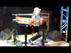 ▶ Hank Williams Jr Live 4-27-2012 Playing Piano in style of Jerry Lee Lewis - YouTube. WOW, I did not know Hank Williams Jr could pay the keys like this!!:) #HankWilliamsJr #CountryWestern #piano