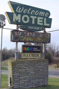 Welcome Motel Sign......  Macon, Missouri