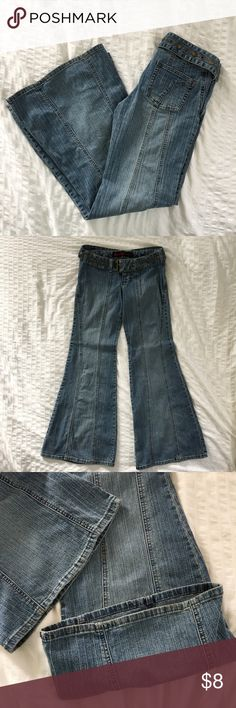 """💖 Juniors Mudd Bellbottom Jeans Super FLATTERING bellbottom jeans!! I wore these only for a few Halloweens as a hippie, and if they were my normal style, I would have worn them more! With slimming seams on each leg, they look and feel amazing on! Great condition!  👖Materials 76% Cotton • 21% Poly • 4% Spandex  📏Size/Measurements 5 Junior • Inseam: approx. 32 • Rise: approx. 7"""" • Flat across waist: approx. 14.5"""" • Leg Opening: approx. 25""""  🌟Bundle 2 or more items and save 15%!  📸 Follow…"""