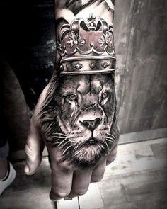 Eu que tenho medo até de suas mãos Lion Hand Tattoo Men, Mens Hand Tattoos, Tatoos Men, Tattos, Hand Tattoos For Guys, Dope Tattoos, Badass Tattoos, Lion Forearm Tattoos, Lion Chest Tattoo