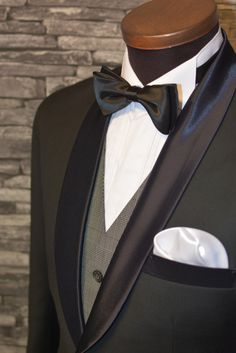 Tuxedo with light gray checker vest. Looks awesome!  Räätälistudio BQ #smokki #puku http://www.raatalistudio.fi/