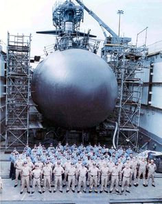 USS Trepang's crew photo in dry dock, in the fall of 1994 in Groton, CT. E Boat, Us Navy Submarines, Utility Boat, Nuclear Submarine, Us Navy Ships, Cabin Cruiser, Navy Sailor, Yellow Submarine, United States Navy