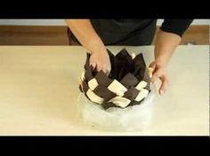 Pour une grande table Pliage en ananas https://www.youtube.com/watch?v=_-gi8NbxTCw