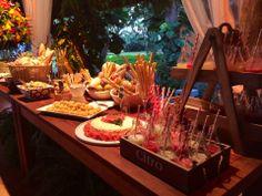 Mesa de antepastos | Casamento Natasha e Rodrigo | Captains Buffet. #captainsbuffet #buffetparacasamento #casarnapraia #casarmebuzios #wedding #buffet