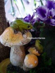 Mini Frogs on Mushrooms 4441 Dollhouse Miniature Fairy Gnome Hobbit Garden | eBay