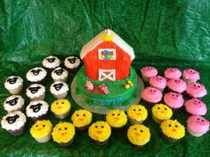 E-I-E-I-O its a Barnyard Party! - Barnyard cake with sheep, pig, and chick cupcakes Farm Birthday Cakes, Farm Animal Birthday, 3rd Birthday Parties, 2nd Birthday, Birthday Ideas, Barnyard Party, Farm Party, Barnyard Cupcakes, Farm Animal Cupcakes