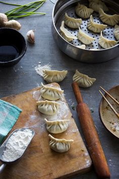 Make your own dumplings from scratch using chicken and vegetables. Making the wrapper from the scratch is also not a big deal though but time consuming. Chinese Chicken Dumplings, Vegetable Dumplings, Dim Sum, Ravioli, Chinese Appetizers, Dumpling Recipe, Home Made Dumplings Recipe, Food Photography Tips, Almond Cakes