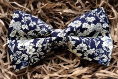 Patterned bow tie for the groom