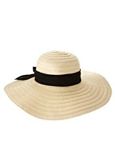 A lovely cream beach hat that will go perfectly with any outfit. Love the ribbon!!! ♡