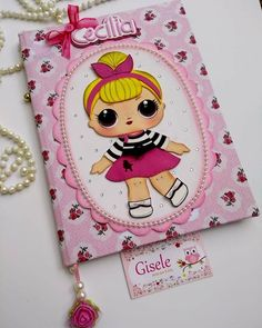 Caderno bonequinha lol em eva Class Projects, Diy Projects, Decorate Notebook, Notebook Covers, Rose Art, Lol Dolls, Foam Crafts, Diy Gifts, Rugs On Carpet