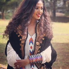 Beauty is power a smile is its sword. Ethiopian Traditional Dress, Traditional Dresses, African Girl, African Dress, Ethiopian Beauty, Ethiopian Wedding, African Culture, Africa Fashion, Beautiful Smile