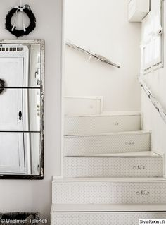The cutest stairs Sweet Home, Shabby Chic, Stairs, Mirror, House, Furniture, Home Decor, Projects, Crafts