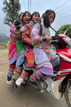 Colourful laughs on a motorbike in Sapa Please like, repin or follow us on Pinterest to have more interesting things. Thanks. http://www.exoticvoyages.com/vietnam/luxury-travel