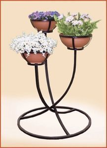 House Plants Decor, Plant Decor, Garden Deco, Garden Pots, Outdoor Metal Plant Stands, Wrought Iron Decor, Pottery Painting Designs, Diy Garden Furniture, Flower Stands
