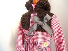 Dieser warme wattierte Mädchenmantel wurde mit viel liebe zum Detail handgefertigt. Die Kapuze und die Passe sind aus dicker reiner Schurwolle han...