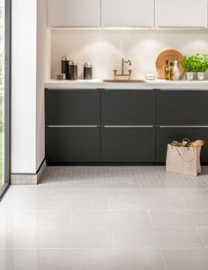 The beauty of the Nuriko range lies in its subtle shimmering sparkles; created by adding Zircon, a gemstone of many colours, before applying the polished glaze. The simplicity of this tile radiates elegance and sophistication with a contemporary monochrome colour palette.