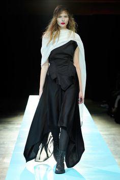 Yohji Yamamoto Spring 2011 – Vogue